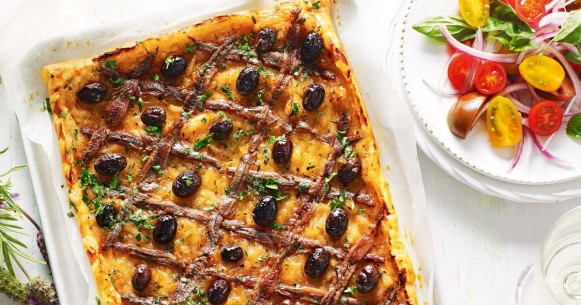 pissaladiere-with-tomato-salad-69464-1